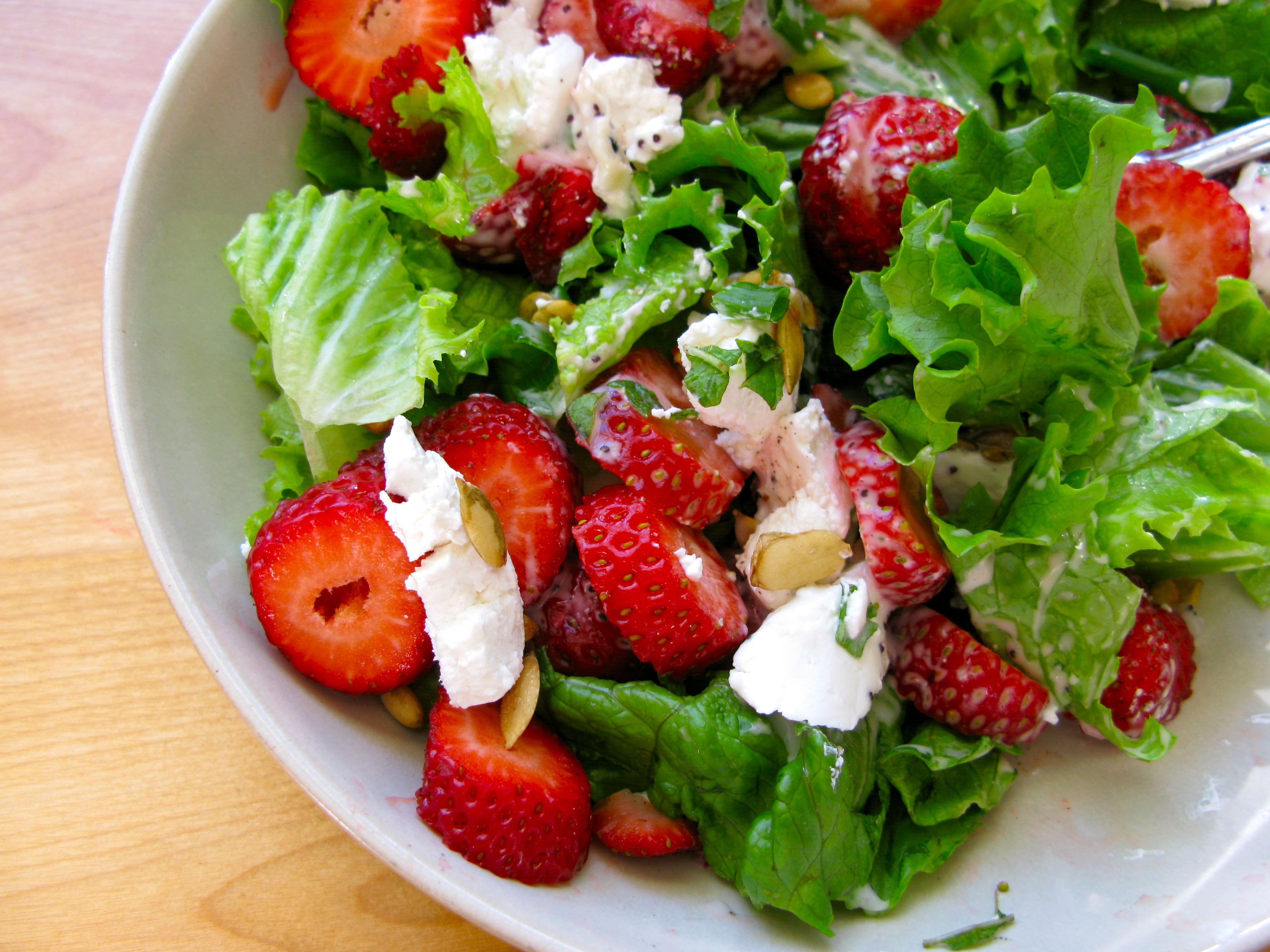 lettuce salad with strawberries - HD3859×2894