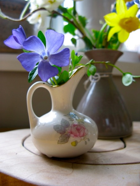 vase with periwinkles 2