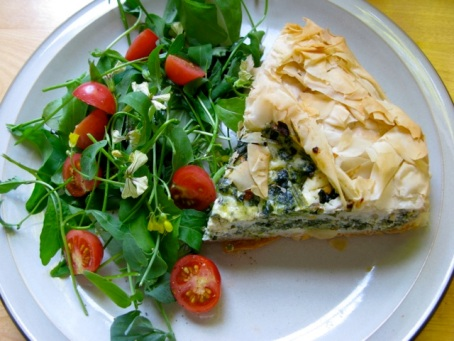 spanikopita pie with salad